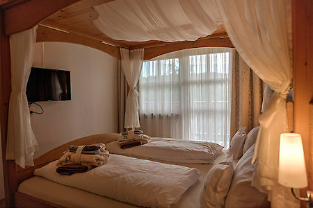 Standard- & Komfortzimmer Typ9b - Himmelbett